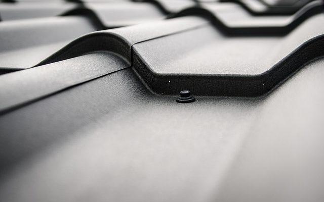 Blacha na dach - jaką wybrać? Gięcie na prasach krawędziowych