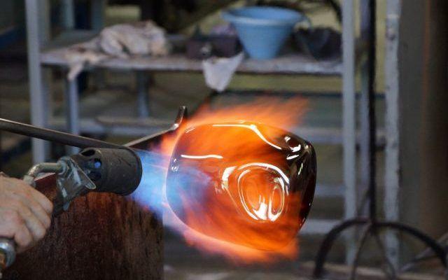 Podgrzewanie elementu palnikiem - gięciem na blachach krawędziowych