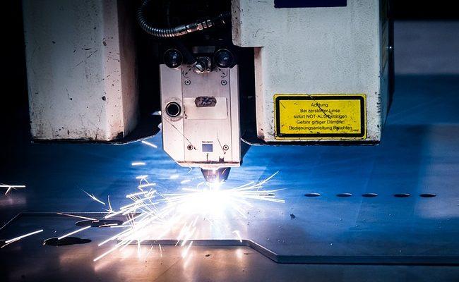 Laserowe wycinanie elementów z grubych płyt metalu